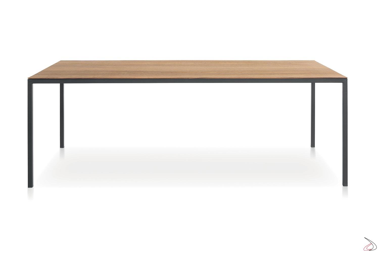 Tavolo cucina moderno con piano in legno impiallacciato noce canaletto e gambe metallo