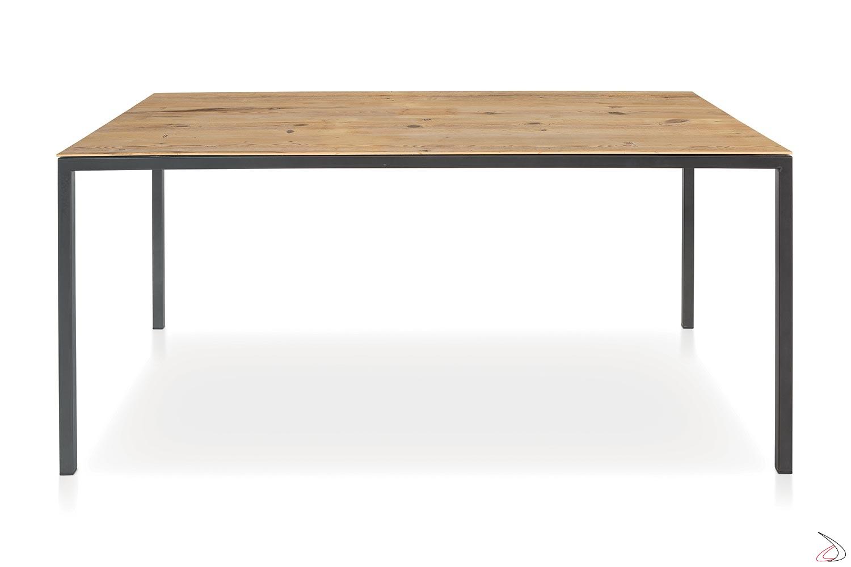 Tavolo moderno cucina con piano in abete con nodi e gambe sottili antracite
