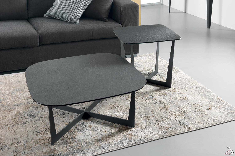 Tavolini Stne con piano in vetro nero carbone.