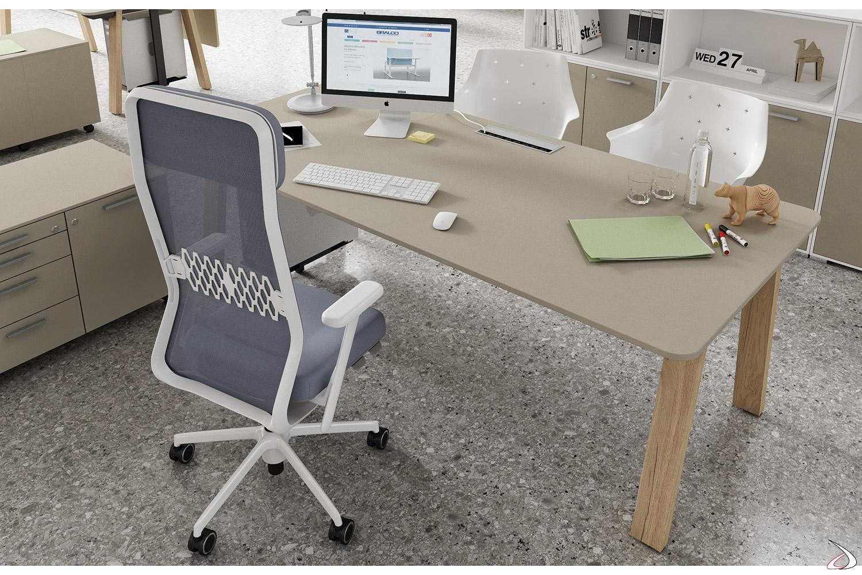 Scrivania moderna da ufficio operativo con top access e porta cpu