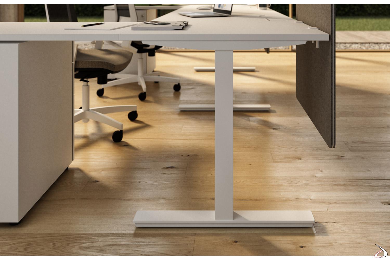 Tavolo riunioni ufficio con gamba a T in lamiera di acciaio verniciata bianca