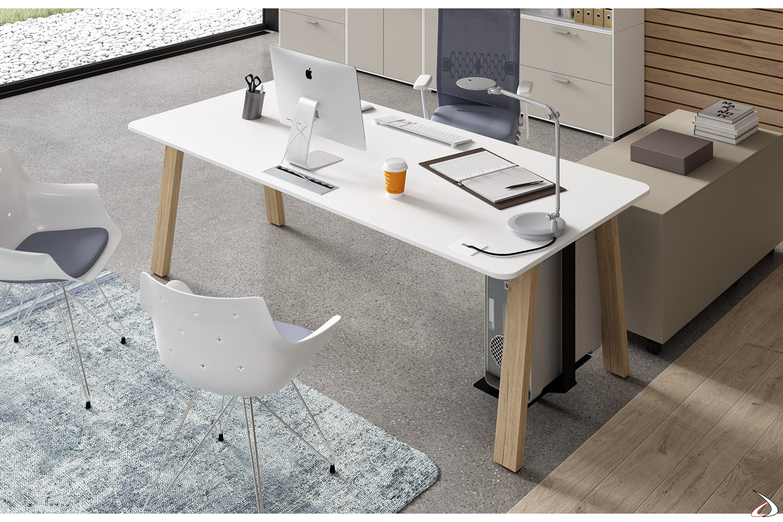 Scrivania moderna bianca da ufficio con gambe in rovere anticato