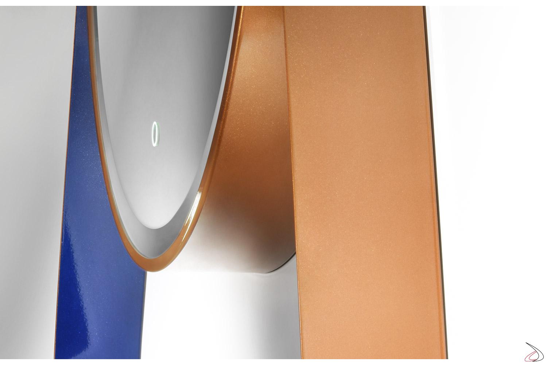 Specchiera di design rotonda da bagno in acciaio colorato oro e viola