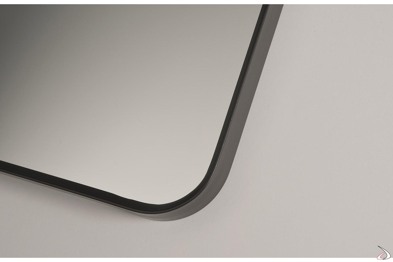 Specchio con sottile cornice in alluminio anodizzato nero opaco