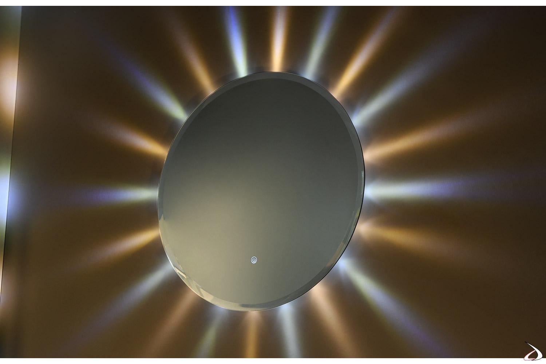 Specchiera rotonda di design con luci led colorate come raggi del sole