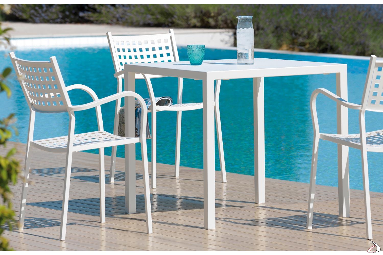 Sedia con braccioli in metallo da bordo piscina
