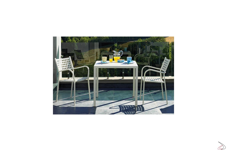 Sedia moderna in metallo con braccioli per arredo ristoranti