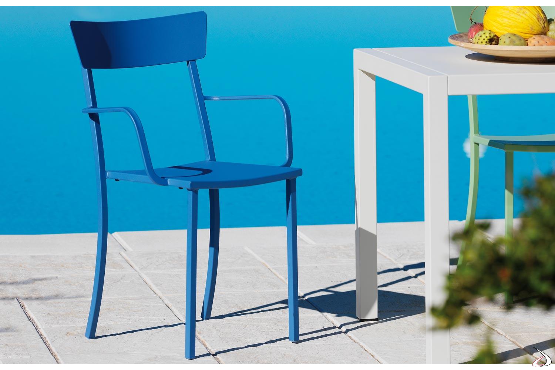 Sedia con braccioli da esterno in metallo zincato colorato