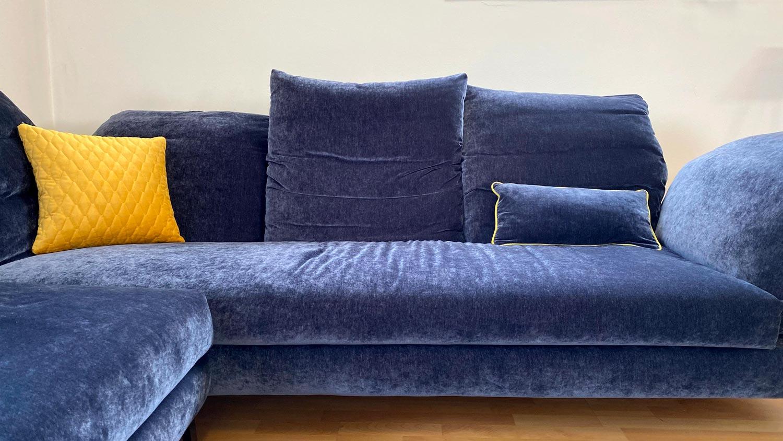 rigosalotti divano blu in esposizione